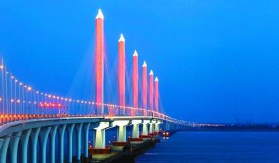 2014年12月,位于塞尔维亚首都贝尔格莱德的泽蒙-博尔察大桥建成通车