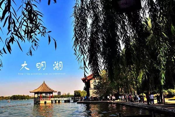 大明湖是5a级天下第一泉风景区的核心组成部分.