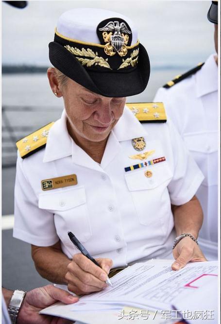 诺拉·泰森中将在纪念中途岛海战纪念活动上演讲.图片