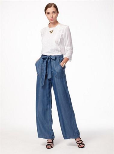 初秋时分,你的阔腿裤改换一种颜色穿啦!
