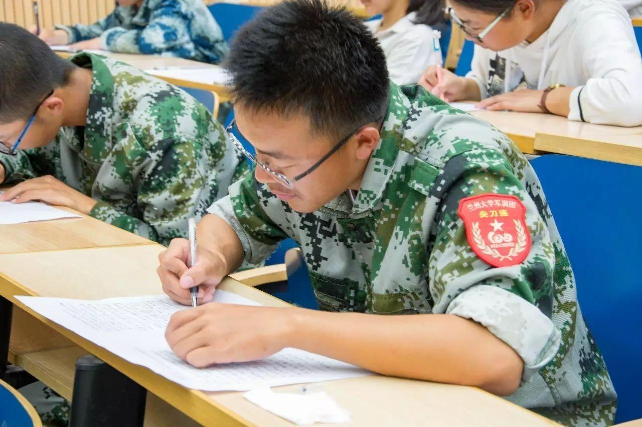 6b2ef9d5e04f43d9ad8ff3178286e0d2 - 科新生军事理论课考试兰举行2017级本