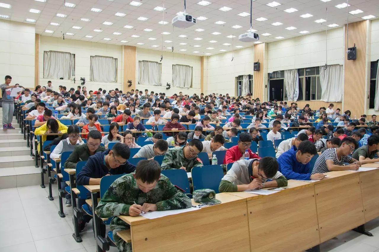 d5714264925d4b37bad2655fc913c594 - 科新生军事理论课考试兰举行2017级本