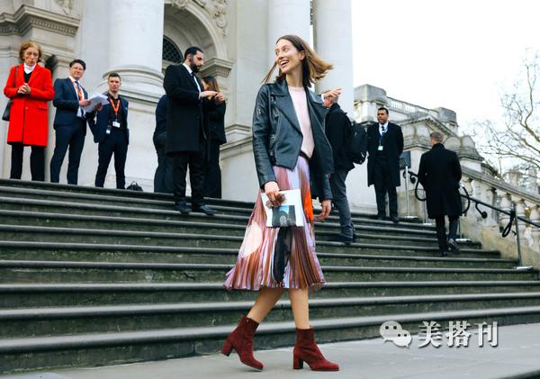 皮衣搭配裤装很时髦,与长裙混搭更出彩