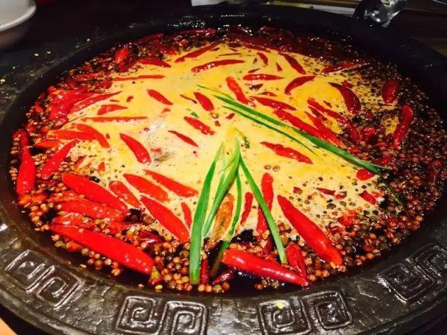 潮火锅南坪店营业好几年,算是区域内知名度最高的火锅,南坪的好吃狗