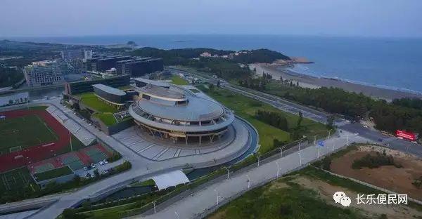 在长乐市湖南镇大鹤海滨,网龙网络公司的独特建筑吸睛无数,它是众多图片