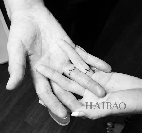 但很多情侣想纹身又不想要太夸张的,手指上的小图案小巧精致又不过分