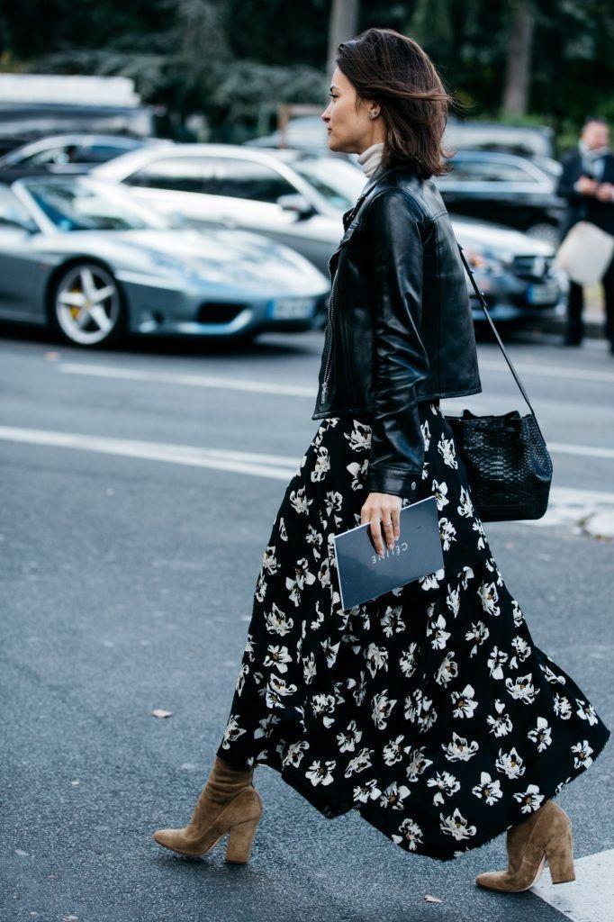 """唐嫣毛衣印花裙的搭配""""丑炸""""了?其实她与时髦的距离就差一双靴子!"""