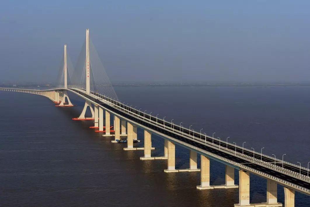 g40沪陕高速上海长江大桥钢桥面铺装维修完成,9月21日