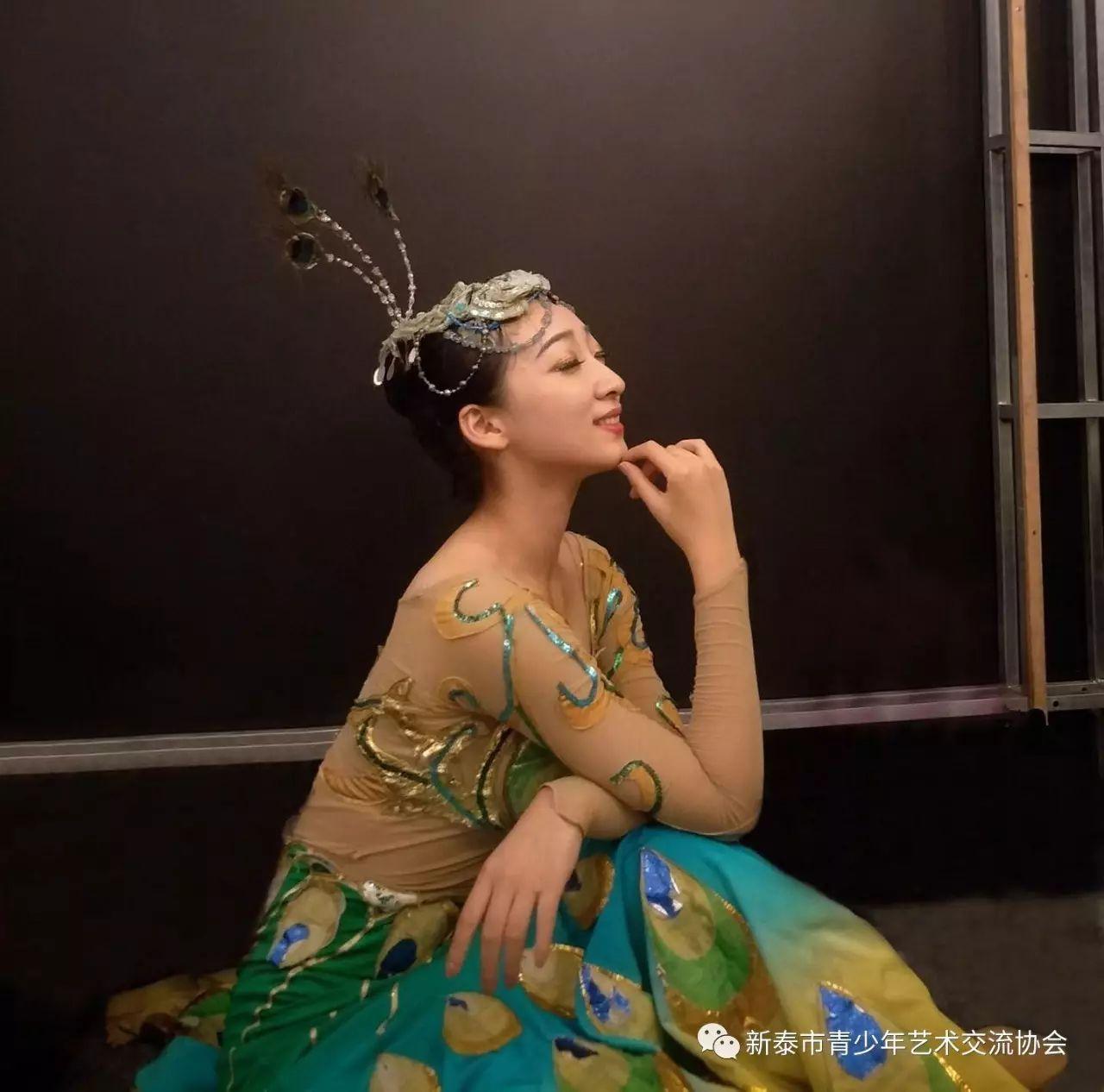 (演员)吴碧霞:中国内地著名歌唱家,饥荒下图,教授.狗鱼歌剧烹饪图片