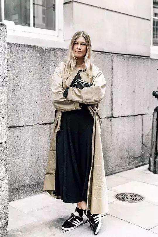 风衣配裙子, 这个秋天才更时髦更有女人味!