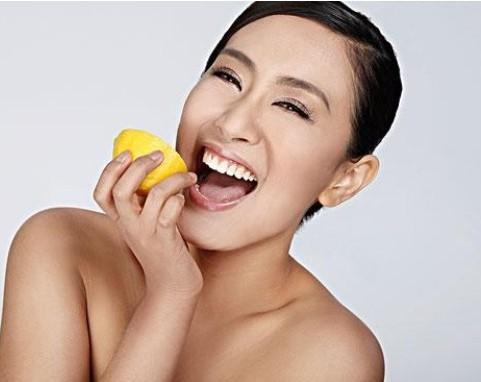 后入白嫩_此法若长久,脸部便会日渐白嫩,若是洗澡后使用更为有效