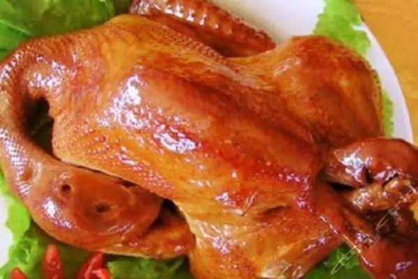请允许用一些形容词来给大家描述一番这个鸡的味道,肉嫩味鲜,外酥内软孤独美食家3的电视剧图片