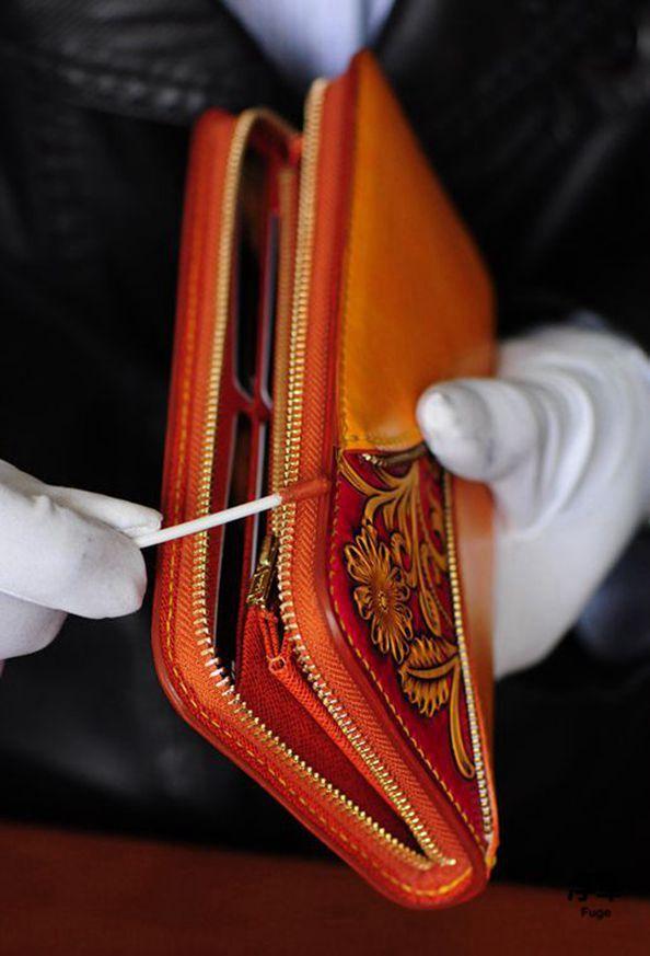 谈起这款钱包的设计灵感,设计师说中国风会让人联想到中国红,中国红是图片