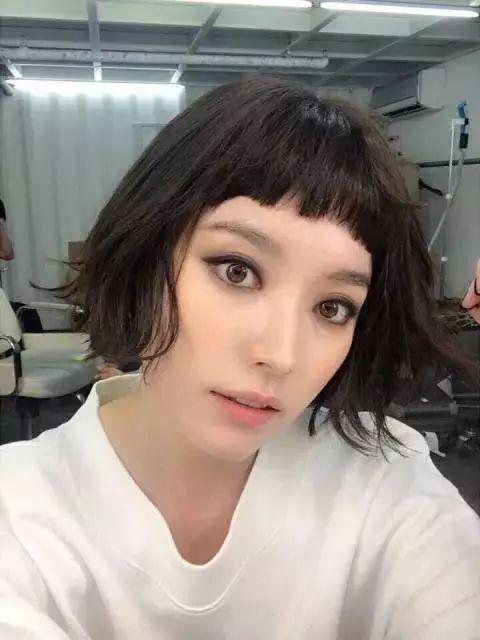 韩孝周最新写真风格大变身!烟熏妆+短发,颠覆清纯形象图片