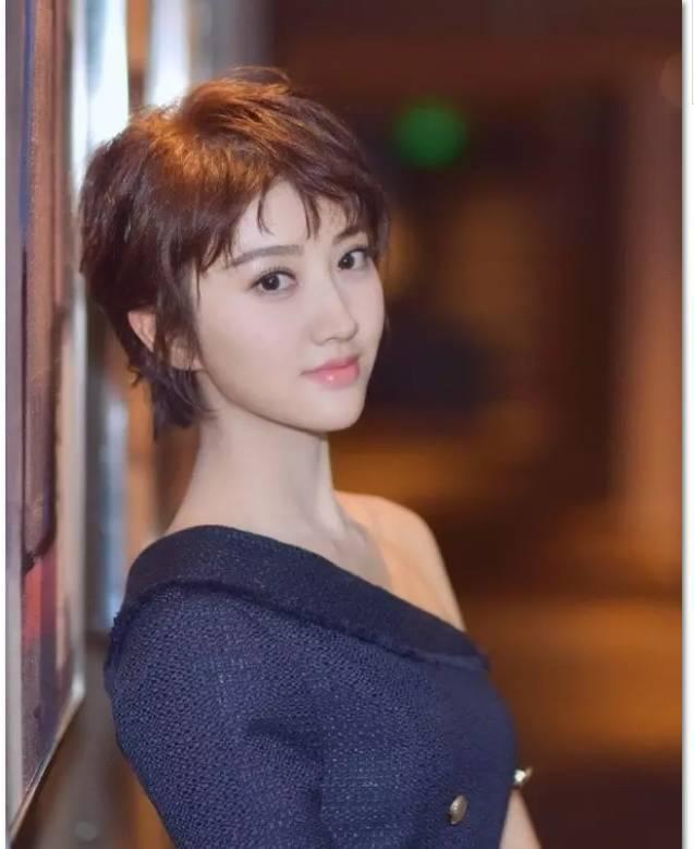 杨紫撞脸郑爽,赵丽颖短发美出新高度!但短发最经典的却是她们!图片