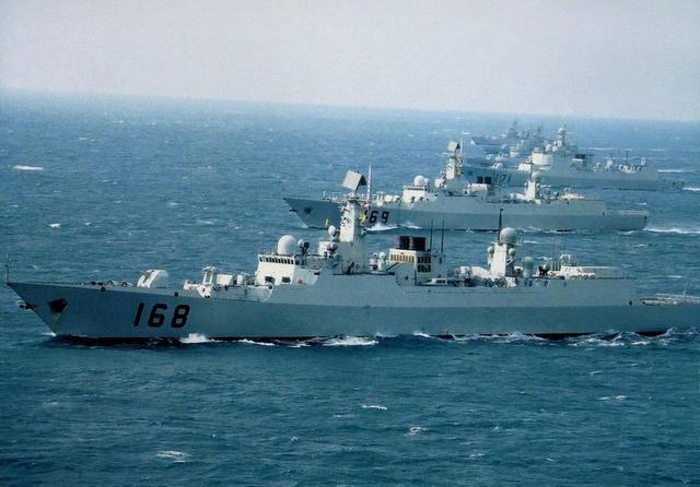 071型船坞登陆舰_中国最强舰队南海舰队实力扫描