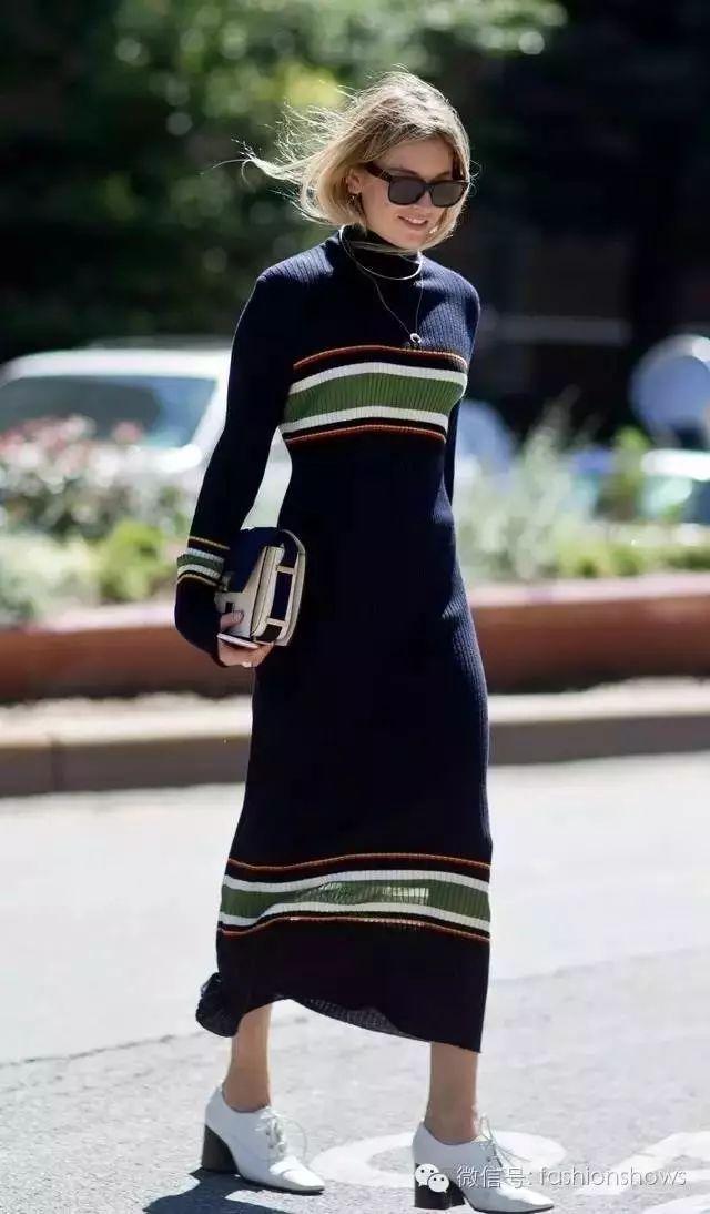 保暖,舒适,时髦的完美look 卫衣既可以搭配长裙,也可以搭配短裙 腿部