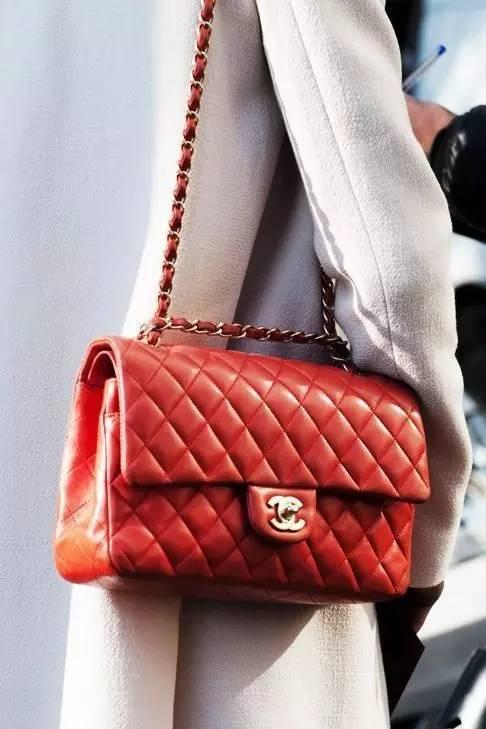 明星街拍都爱这款Chanel链条包,人生中都该拥有一只香奈儿包包