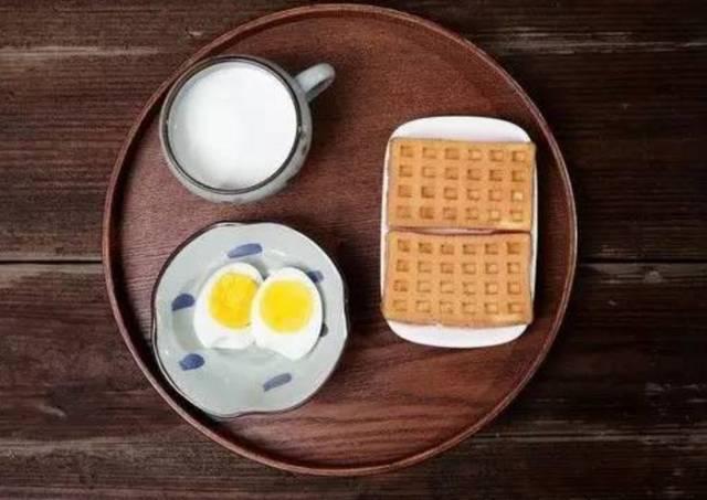 鸡蛋牛奶饼干