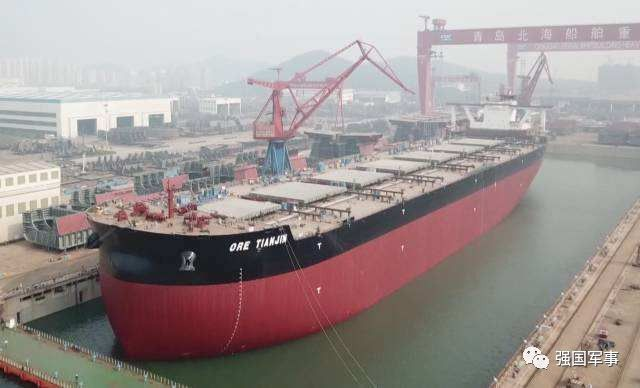 """能与""""福特号""""航母比拼!中国40万吨海上巨无霸下水"""
