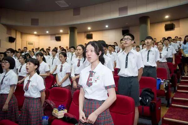 广雅的校服也是一道特别的风景线 优雅大方而自信 广东广雅中学是著图片