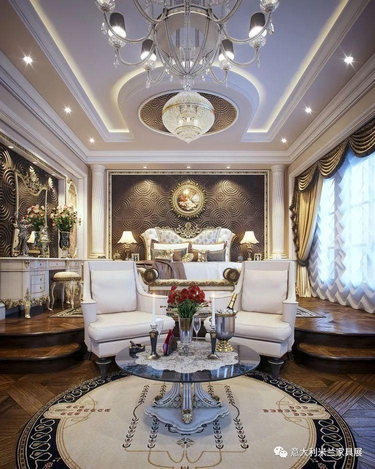 他将古典风格发挥到淋漓尽致,没有最奢,只有更奢!