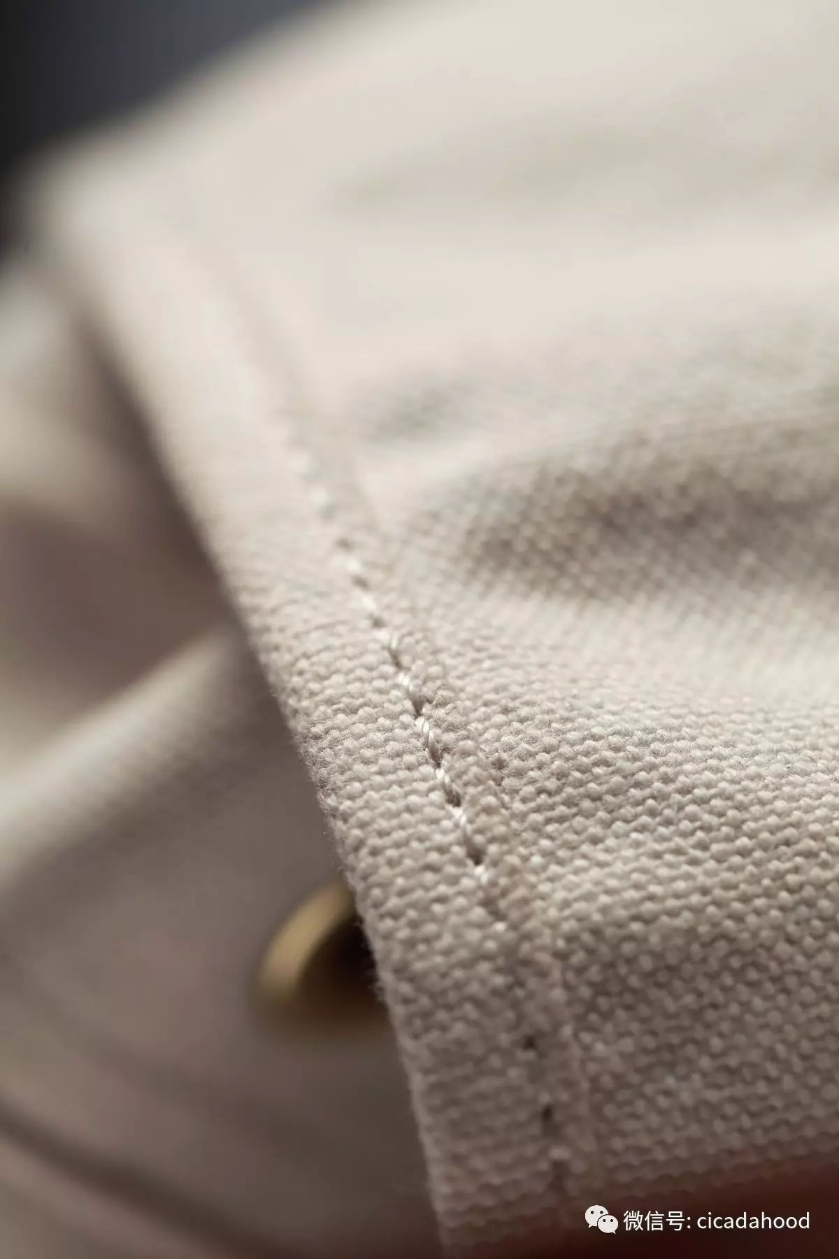 有了这款最不怕脏的白色双肩包,你再也不用小心翼翼!__