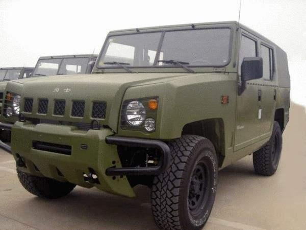 勇士越野_我国军队中最常见的两款越野车,其中一款民用版售价仅10万元!