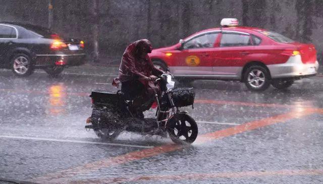 暴雨、冰雹、雷电、狂风!谁说白天不懂夜的黑,我大沈阳嗷嗷懂!