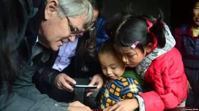 """美国教授罗斯高调查中国农民工就业现状:为什么""""老鼠生儿打地洞?"""""""