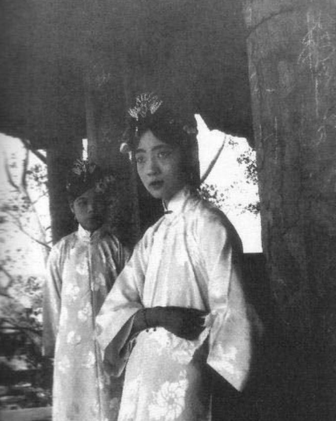 哈哈哈哈,清朝妃嫔格格们的真实照片,说好的后宫佳丽