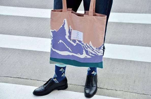 百搭不贵、好看还容量大的帆布包,可以驾驭秋天所有的搭配!