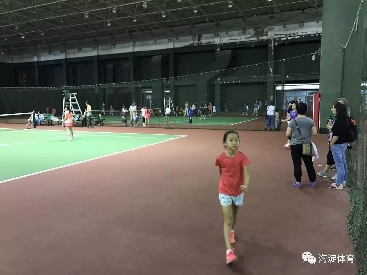 踊跃参赛 为期两天的2017年海淀区中小学生网球比赛拉开帷幕