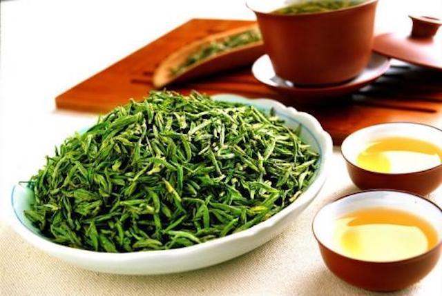 因茶叶品质,加工方法的不同,成品茶的香气类型可分为: 凡有白毫的鲜图片