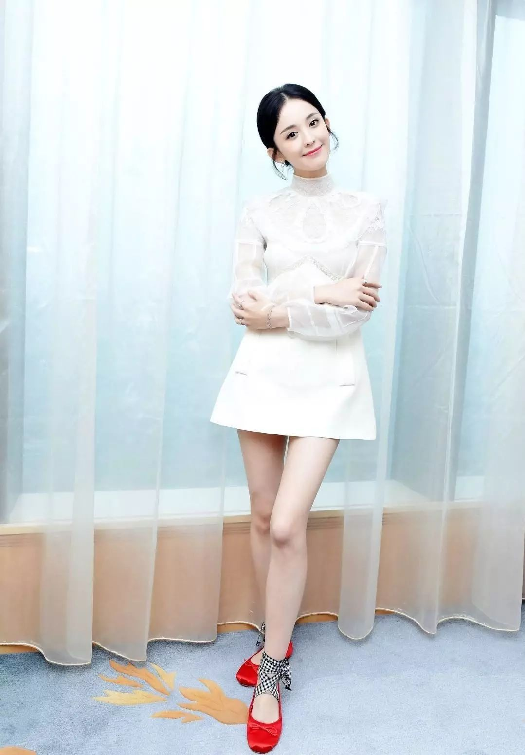 杨幂娜扎抢着穿的这双鞋,显高又显瘦,四季都能穿! 13