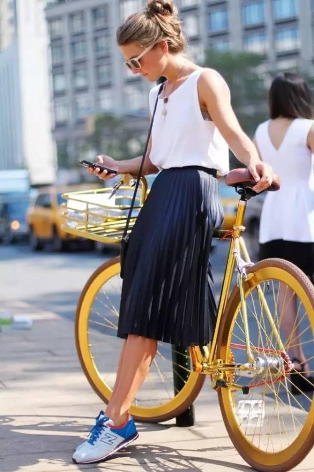 高圆圆的这款百褶裙,她们穿的正美时! 13