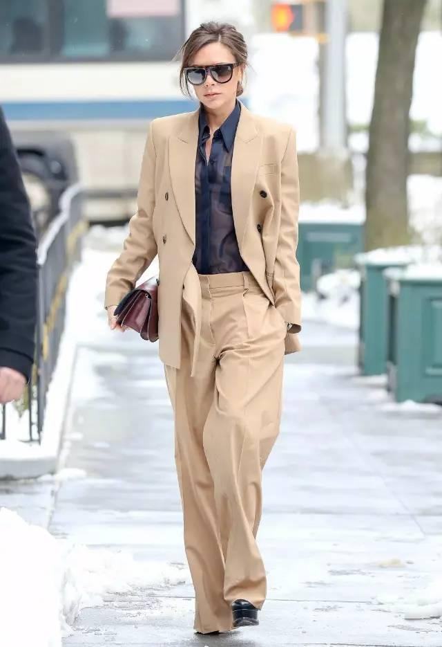 """秋天最该买的外套是""""它"""",混搭夏装再美3个月!"""