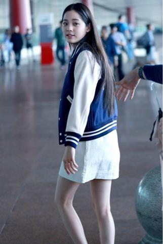 00后小花欧阳娜娜成时尚界新宠,私服穿搭难掩青春活力 3