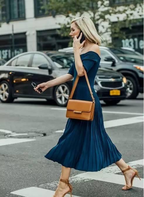 高圆圆的这款百褶裙,她们穿的正美时! 12