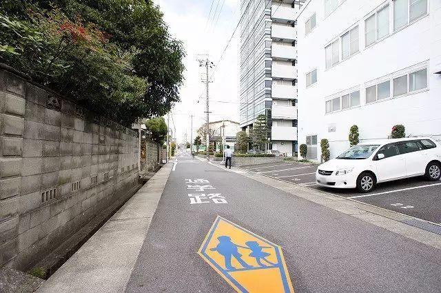 为何日本父母敢让孩子独自上学?背后原因让人深思!