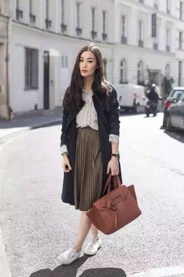 风衣+裙子,时髦又有女人味!