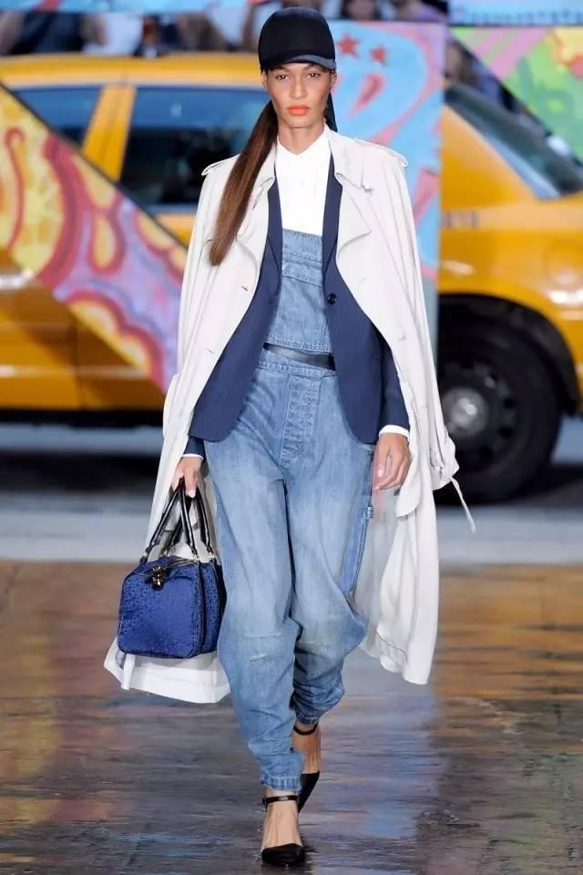 换季不知穿什么?女人就穿这几件最时尚的! 26