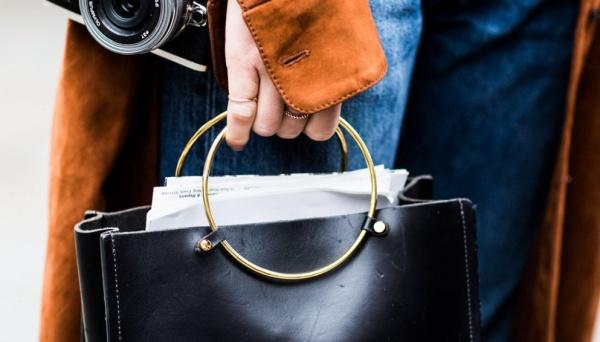 不落幕的圆环元素 时装周让金属圆环重回焦点