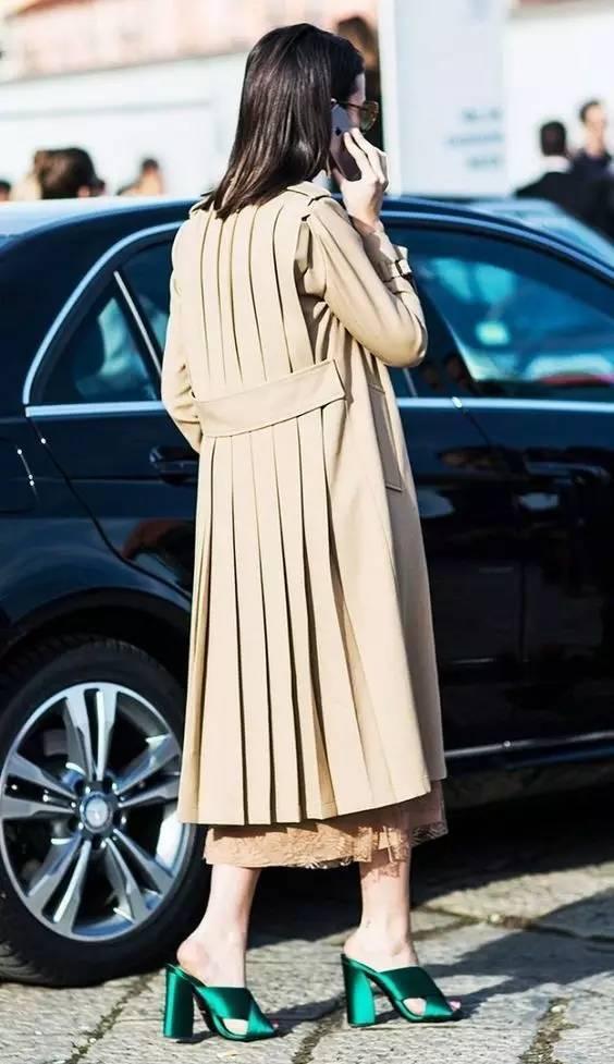 风衣+裙子,时髦又有女人味! 30
