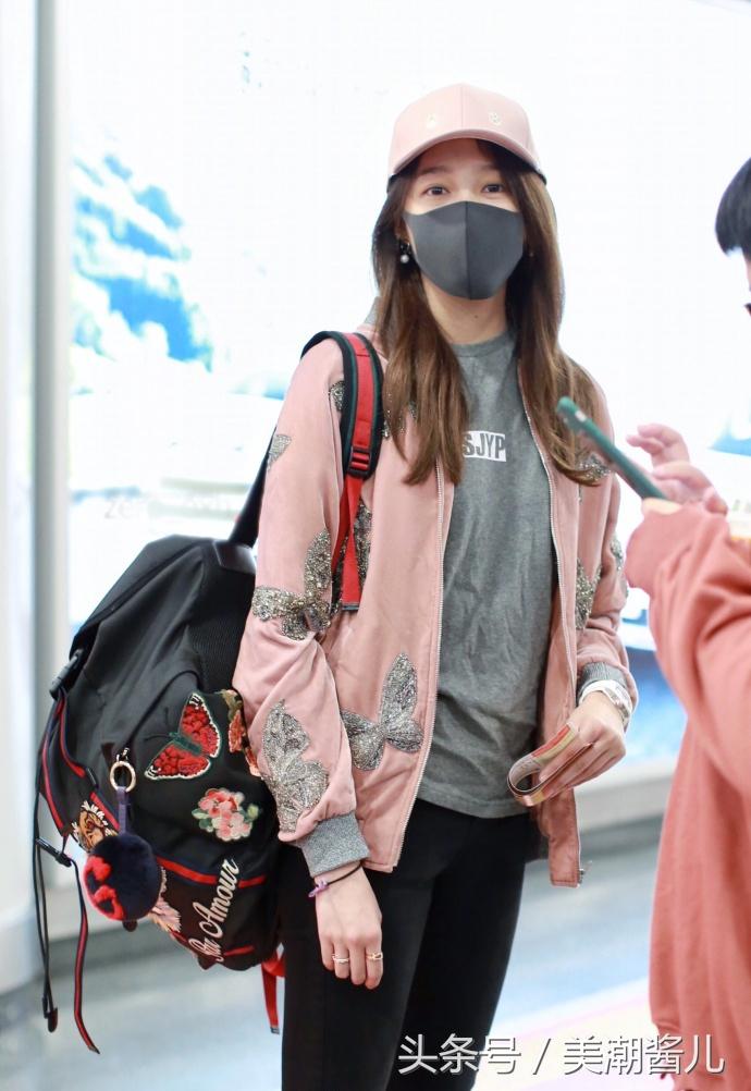 关晓彤最新机场秀回归少女打扮网友:我要有这腿也天天这么穿