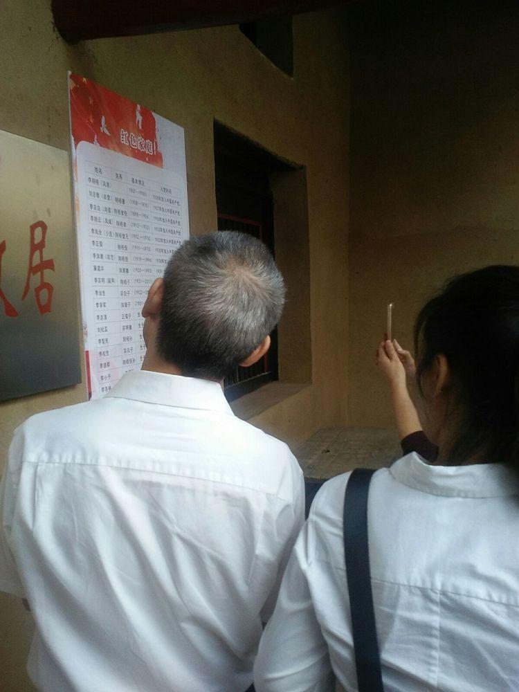 社会 正文  通过红色走廊,该廊道长150米,通过82块展板介绍了自五四