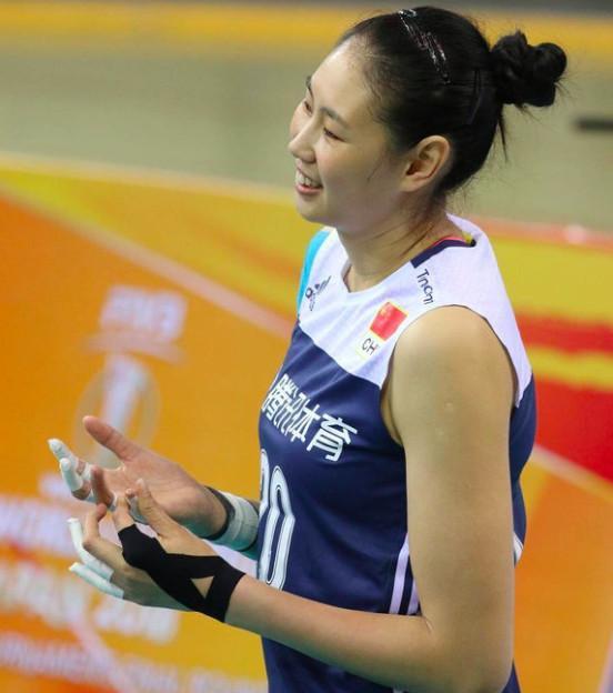 """女排30岁奥运会冠军""""伤痕累累""""!她仍是郎平一张踏实的王牌"""
