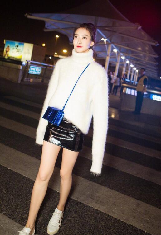 宋茜软萌打扮飞往巴黎时装周 网友:比赵丽颖穿得还好看! 2