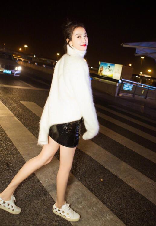 宋茜软萌打扮飞往巴黎时装周 网友:比赵丽颖穿得还好看! 3