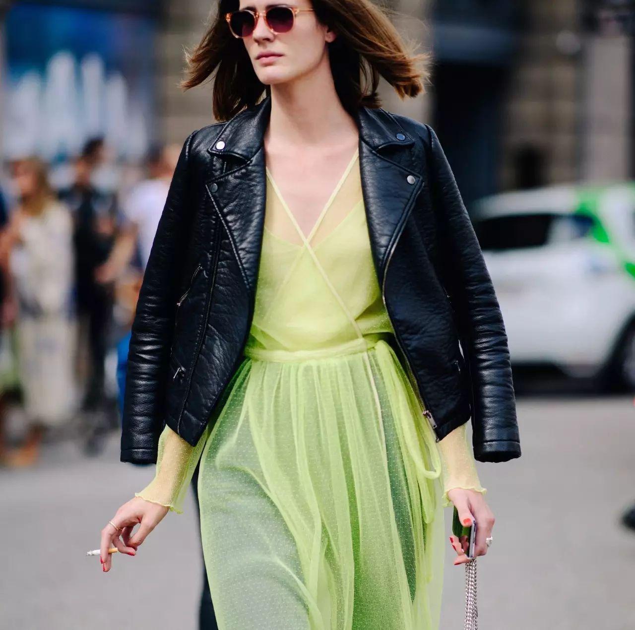 天了噜!随手拿一件外套搭配夏天的裙子就能拗出绝美造型